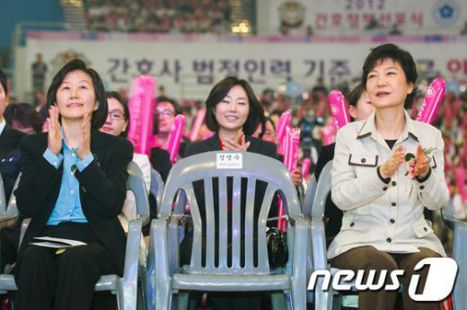 [사진]박수치는 박근혜-김미경