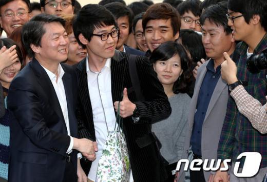 [사진]울산 시민들 만난 안철수 후보