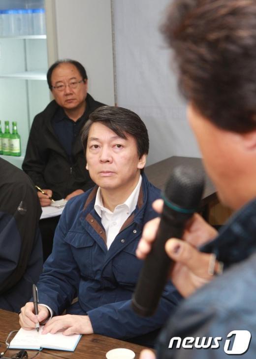[사진]건설노동자들 만난 안철수