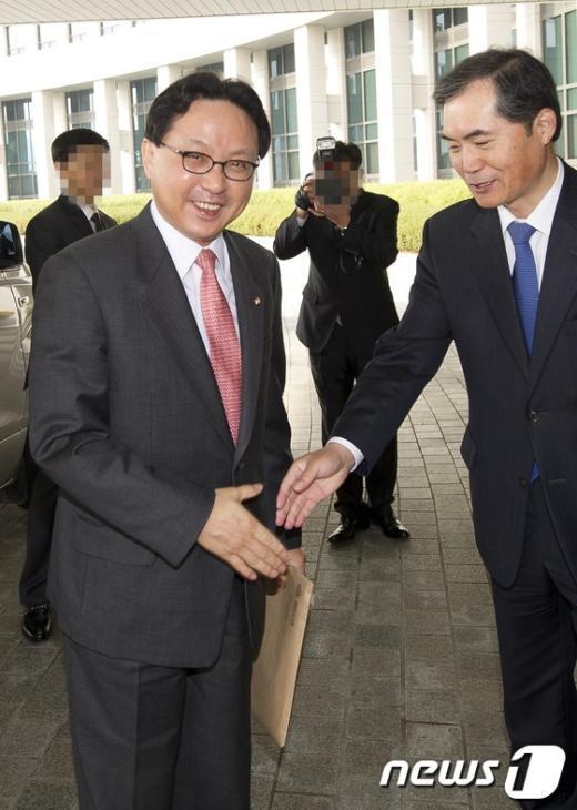 [사진]국가정보원 국정감사 들어서는 조명철 의원