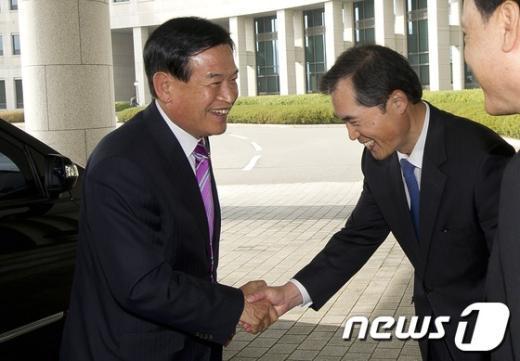 [사진]국가정보원 국정감사 들어서는 서상기 위원장