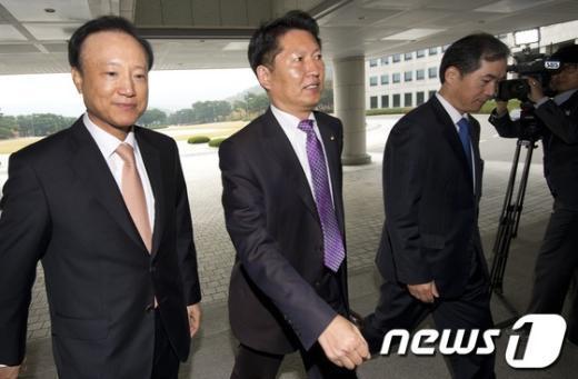 [사진]국가정보원 국정감사 들어서는 정청래 의원