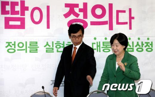 [사진]이야기 나누는 심상정 후보와 유시민 상임공동선대위원장