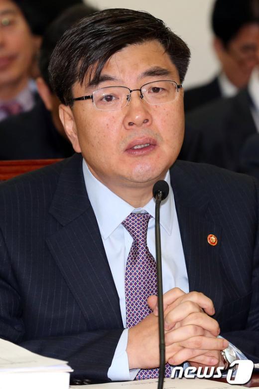 [사진]답변하는 임채민 장관
