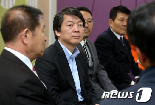 [사진]안철수 후보, 광주 트라우마센터 방문