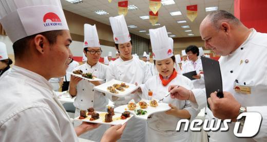 [사진]심사받는 중국요리 경연대회 참가 학생들