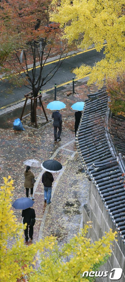[사진]'덕수궁 돌담길 따라 걸어요'