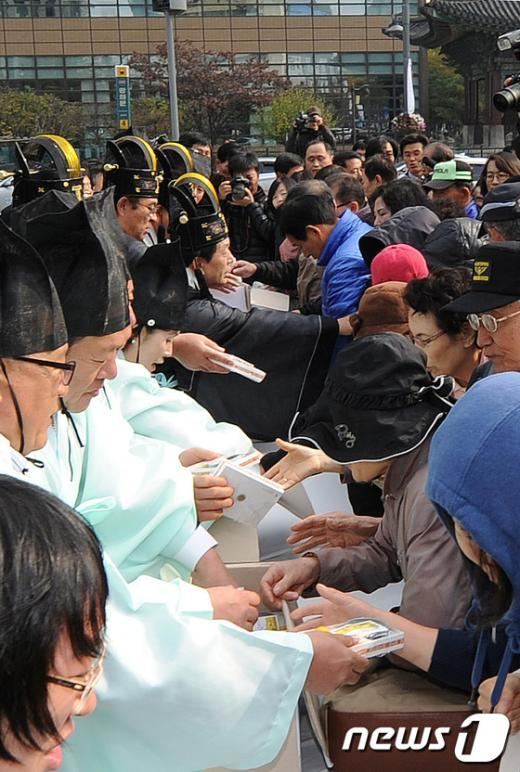 [사진]농업인의 날, 가래떡 나눔 행사