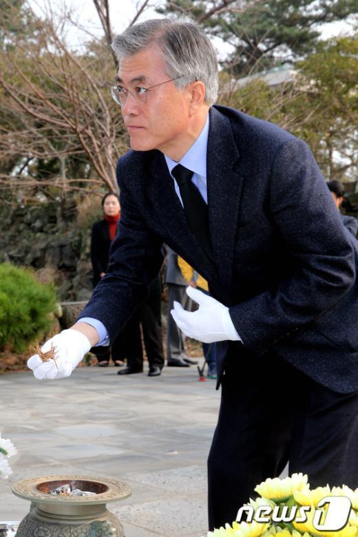 [사진]문재인,너븐숭이 4.3위령비 참배