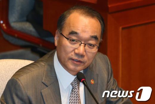 [사진]국회 예결위 출석한 박재완 기획재정부 장관