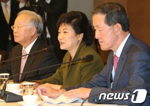 [사진]경제5단체장, 박근혜 후보에 경제현안 관련 의견 건의
