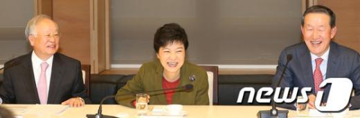 [사진]밝게 웃는 박근혜 후보