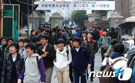 [사진] '홀가분한 수험생들'
