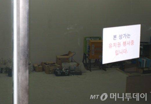 ↑경기 판교신도시 '우림W시티' 상가내 모습. 빈 상가가 많이 눈에 띄었다.ⓒ송학주 기자