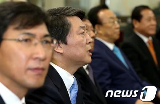 [사진]인사말하는 안철수 후보