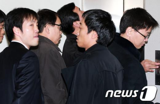 [사진]법정 향하는 김광준 검사