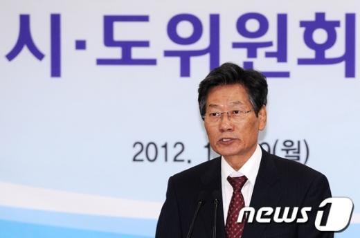 [사진]회의 주재하는 김능환 중앙선관위원장