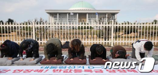 [사진]대선 D-30, 투표시간 연장 촉구 1000배