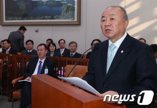 [사진]국회 외통위 출석한 통일부 장관
