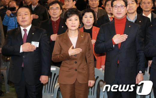 [사진]박근혜, '대선 D-30'
