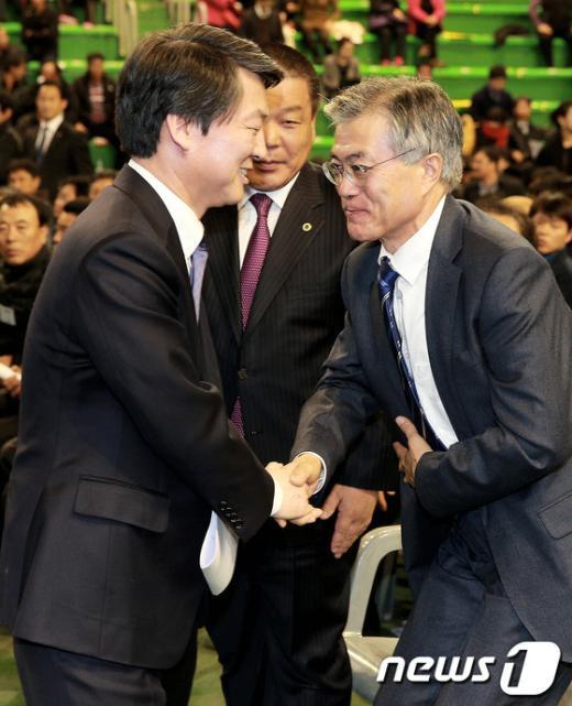 [사진]문재인-안철수, '잘 해봅시다'