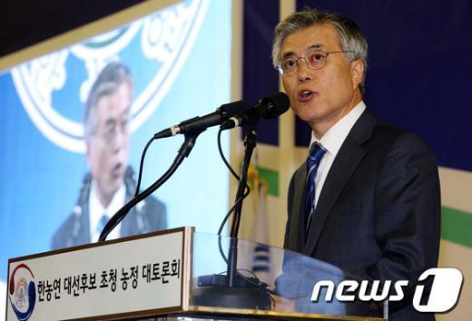 [사진]축사하는 문재인 후보