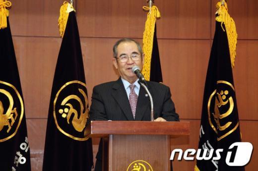 [사진]이수성 전 국무총리, 국학원 명예총재 취임