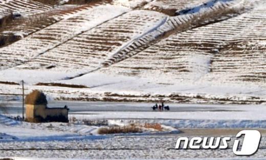 [사진]꽁꽁 얼어붙은 北