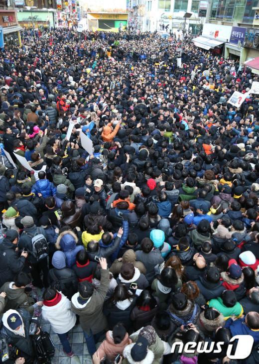 [사진]인산인해 이룬 수도권 文-安 합동유세