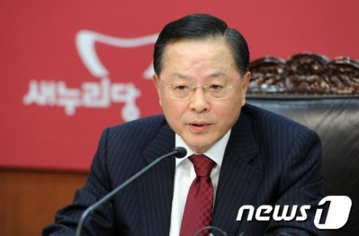 [사진]정치쇄신특별위원회 회의 주재하는 안대희 위원장