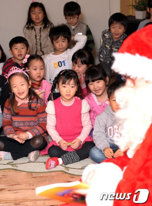 [사진]'우리 유치원에 산타가 왔어요'