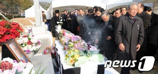 [사진]故 박태준 포스코 명예회장의 1주기 추모 행렬