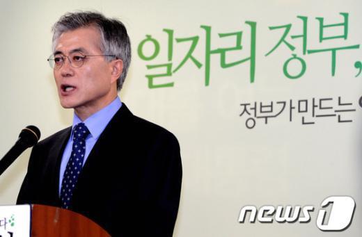 [사진]문재인, '일자리 공약' 기자회견