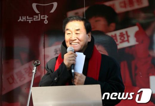 [사진]광주 송정 5일장 찾은 이재오 의원