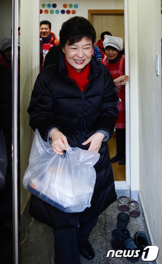 [사진]성탄절, 봉사활동 나선 朴 당선인