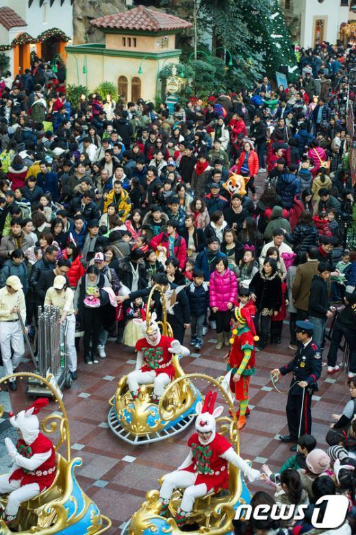 [사진]크리스마스 만끽하는 시민들