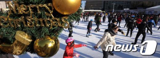[사진]'크리스마스엔 스케이트를'