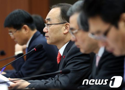 [사진]물가관계장관회의 모두 발언하는 박재완 장관