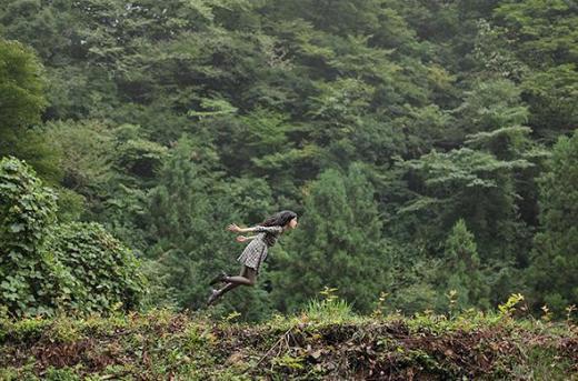 ▲나수미 하야시의 점핑샷 (ⓒ나수미 하야시 개인 홈페이지 //yowayowacamera.com/banana 캡쳐)