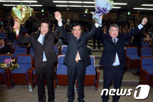 [사진]민주당 원내대표로 선출된 박기춘 의원