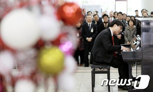 [사진]'피아노 치는 판사님'
