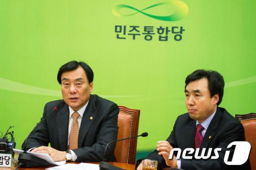 [사진]기자간담회 갖는 박기춘 민주통합당 신임 원내대표