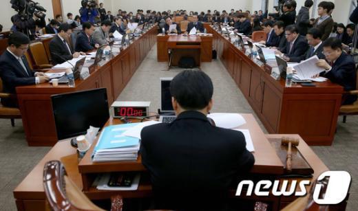 [사진]국회 기재위 조세소위 개최