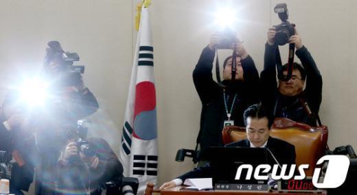 [사진]파행겪던 국회 기재위 조세소위 개최