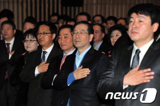 [사진]국민의례하는 박원순 시장