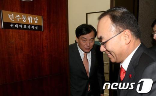 [사진]박기춘 신임 원내대표 찾아간 박재완 장관