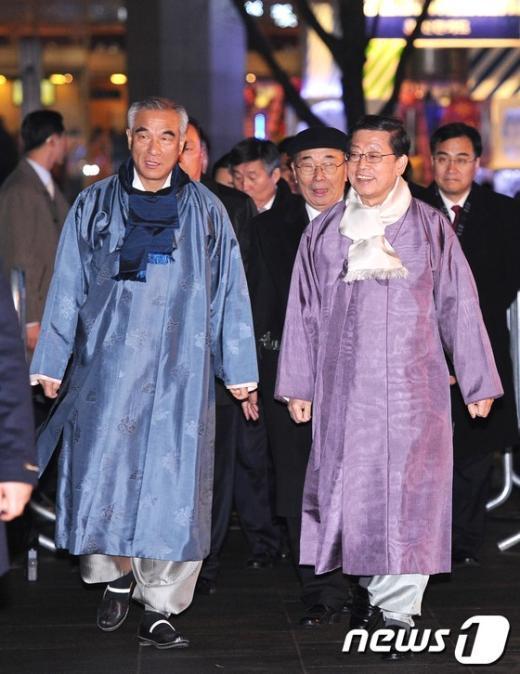 [사진]한글날 공휴일 지정 기념행사 참석하는 김황식 총리-최광식 장관