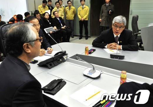 [사진]이기환 소방방재청장, 새누리당 재해대책위원 예방