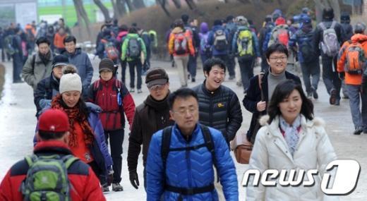 [사진]한파 주춤, 붐비는 등산로