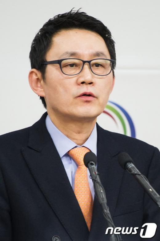 """[사진]윤창중 """"최대석 위원 일신상 이유로 사퇴"""""""